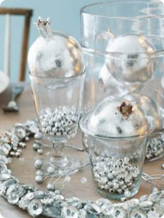 Stylish silver and white christmas table centerpieces ideas 10