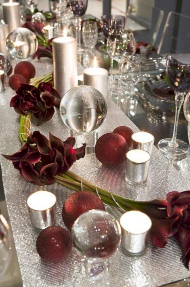 Stylish silver and white christmas table centerpieces ideas 17