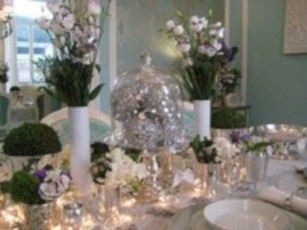 Stylish silver and white christmas table centerpieces ideas 25