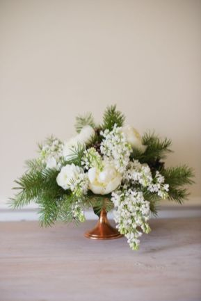 Totally adorable white christmas floral centerpieces ideas 40