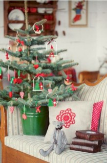 Totally inspiring small christmas tree decoration ideas for space saving 05