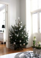 Totally inspiring small christmas tree decoration ideas for space saving 08