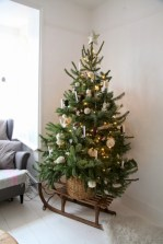 Totally inspiring small christmas tree decoration ideas for space saving 24