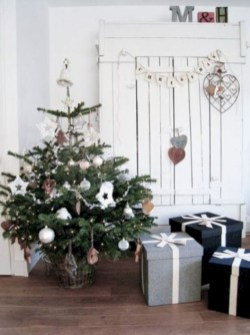 Totally inspiring small christmas tree decoration ideas for space saving 35