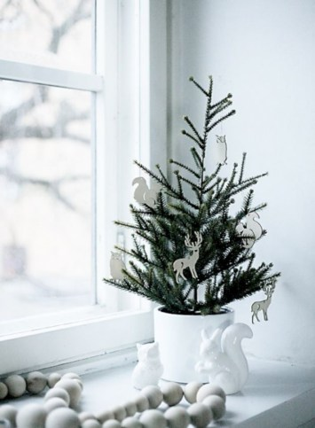 Totally inspiring small christmas tree decoration ideas for space saving 39