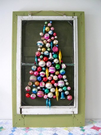 Totally inspiring small christmas tree decoration ideas for space saving 40