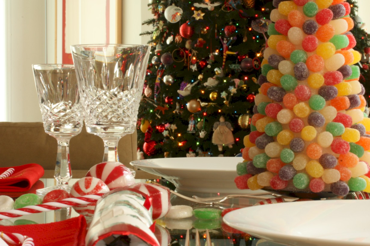 47 Unique And Unusual Christmas Table Centerpieces Ideas