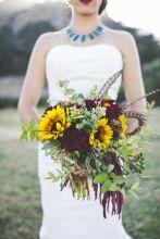 Wonderful winter wedding bouquets ideas you will love (23)