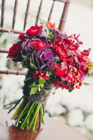 Wonderful winter wedding bouquets ideas you will love (38)