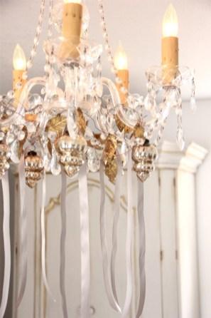Adorable christmas chandelier decoration ideas 05