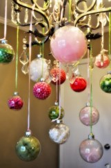 Adorable christmas chandelier decoration ideas 11