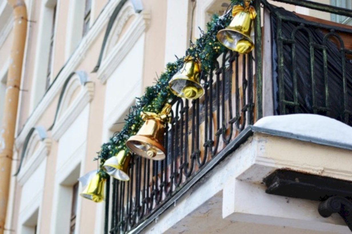 Awesome christmas decoration ideas for your balcony 18