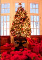 Beautiful and charming tabletop christmas trees decoration ideas 04