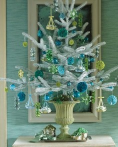 Beautiful and charming tabletop christmas trees decoration ideas 06