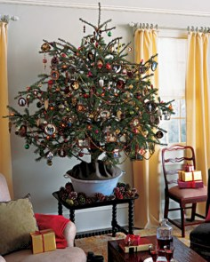 Beautiful and charming tabletop christmas trees decoration ideas 07