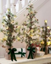 Beautiful and charming tabletop christmas trees decoration ideas 08