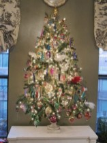 Beautiful and charming tabletop christmas trees decoration ideas 11