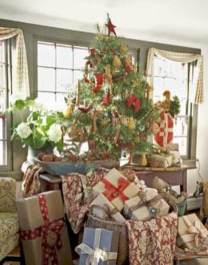 Beautiful and charming tabletop christmas trees decoration ideas 12