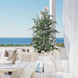 Beautiful and charming tabletop christmas trees decoration ideas 18