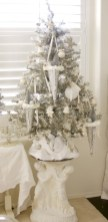 Beautiful and charming tabletop christmas trees decoration ideas 31
