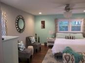 Cozy bedrooms design ideas with brilliant accent walls 27