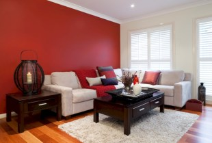 Gorgeous red and white living rooms ideas 23
