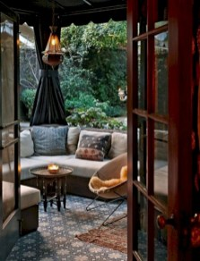 Relaxing moroccan living room decoration ideas 43