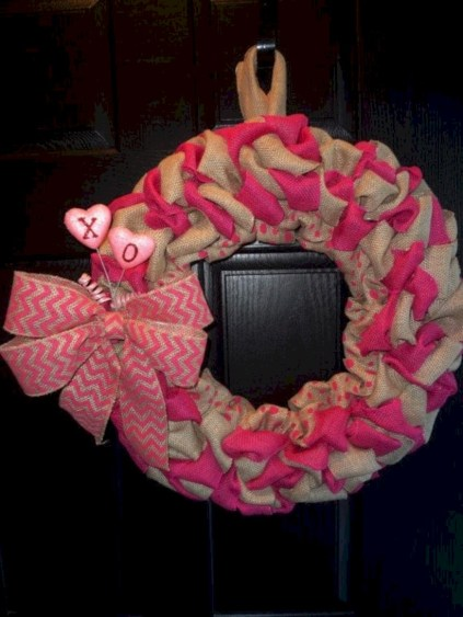 Awesome valentine wreaths ideas for your front door 21