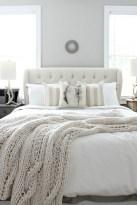 Beautiful farmhouse master bedroom decorating ideas 39