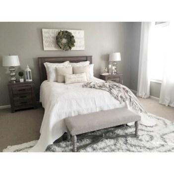 Beautiful farmhouse master bedroom decorating ideas 45