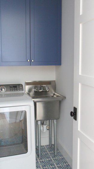 Brilliant small laundry room storage organization ideas on a budget 22