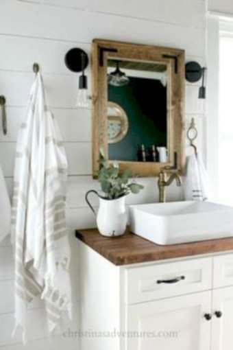 Captivating small farmhouse bathrooms decoration ideas (19)
