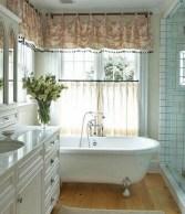 Captivating small farmhouse bathrooms decoration ideas (21)