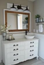 Captivating small farmhouse bathrooms decoration ideas (23)