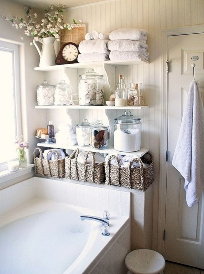 Captivating small farmhouse bathrooms decoration ideas (6)