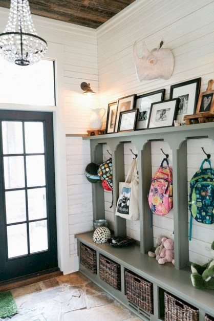 Catchy farmhouse rustic entryway decor ideas 01