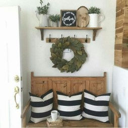 Catchy farmhouse rustic entryway decor ideas 11
