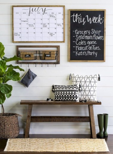 Catchy farmhouse rustic entryway decor ideas 13