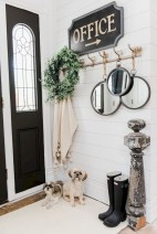 Catchy farmhouse rustic entryway decor ideas 37
