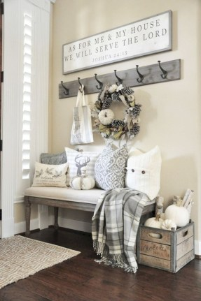 Catchy farmhouse rustic entryway decor ideas 44
