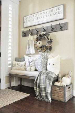 Catchy farmhouse rustic entryway decor ideas 44