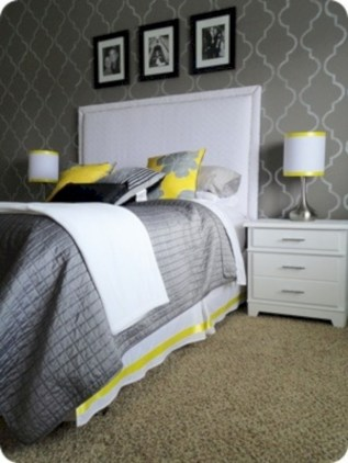 Comfy grey yellow bedrooms decorating ideas (40)