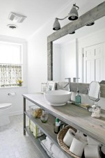 Cozy small scandinavian bathroom design ideas (20)