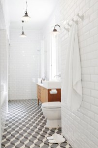 Cozy small scandinavian bathroom design ideas (25)