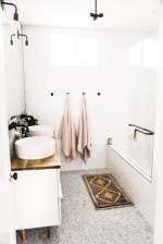 Cozy small scandinavian bathroom design ideas (4)