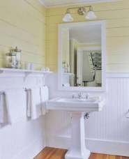 Simple and cozy farmhouse wooden bathroom inspirations ideas 01