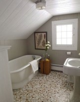 Simple and cozy farmhouse wooden bathroom inspirations ideas 17