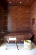 Simple and cozy farmhouse wooden bathroom inspirations ideas 31
