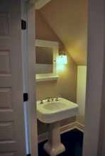 Stunning attic bathroom makeover ideas on a budget 27