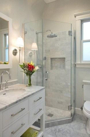 Stunning attic bathroom makeover ideas on a budget 40